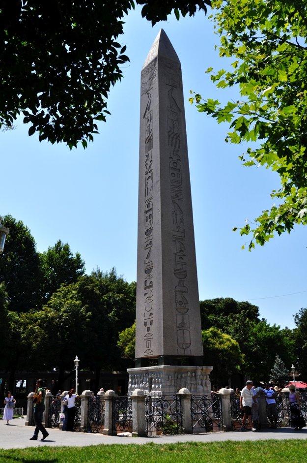 Egyptský obelisk na námestí Hippodrom