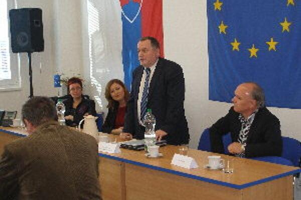 Starostov informoval generálny riaditeľ Sekcie stratégie na ministerstve hospodárstva Peter Ondrejka.
