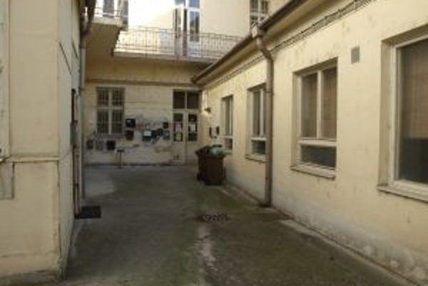 Budova v ktorej sídli materské centrum je v dezolátnom stave.