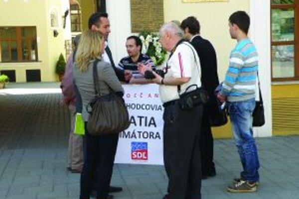 Na protestné zhromaždenie sa dostavila iba hŕstka dôchodcov.