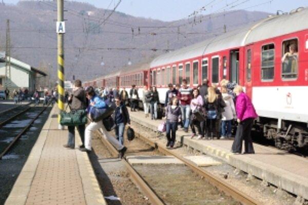 Vlaky budú opäť zastavovať v Považskej Bystrici.