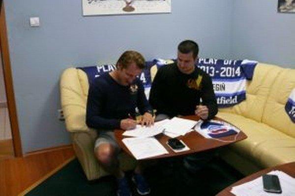 Jakub Čech sa dohodol s MHC Mountfield na jeden rok.