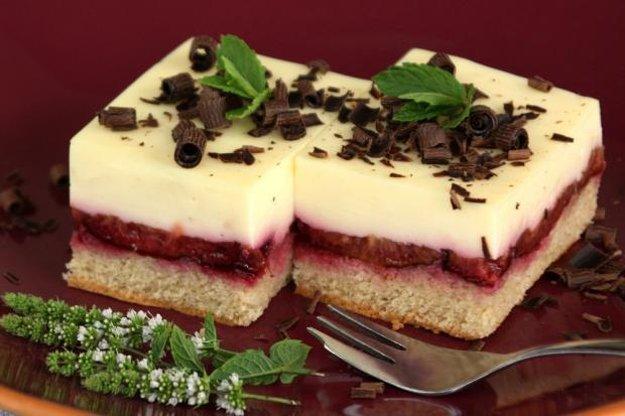 Fantastický slivkový koláč s pudingovým krémom