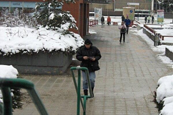 Časť chodníkov je mestských, časť majiteľov nehnuteľností.