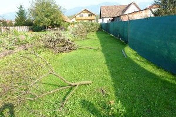 Takto to vyzeralo v záhrade Rantovcov po tom, ako ju navštívil neznámy vandal.