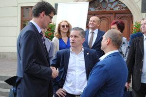 S predstaviteľmi Mostu a SNS, Krajňákom a Krišandom.