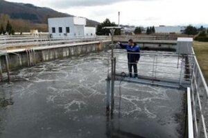 V ČOV Vrútky prečerpávajú odpadovú vodu na ďalšie čistenie.
