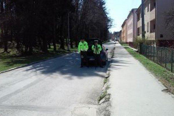 Policajti stáli aj v Martine na Šoltésovej ulici.