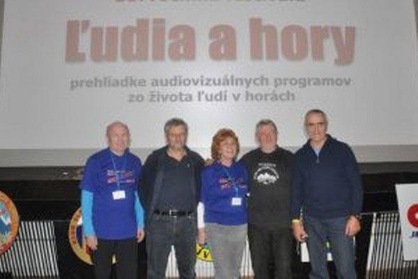 O svojich cestách hovorili (sprava) J. Brudňák, M. Gablík, aj V. Porvazník. Vľavo: organizátor Š. Hudec.