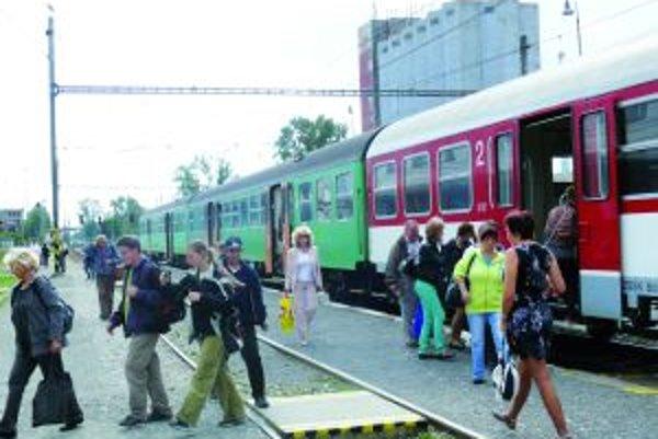 Vlak z Hornej Štubne. Do Vrútok v súčasnosti prichádza o 13.41 h, od decembra to bude o 12.36.