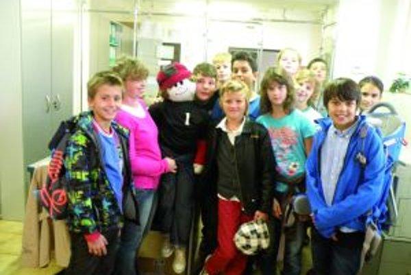 Elwood aj so žiakmi so žiakmi zo Súkromnej základnej školy BellAmos navštívili našu redakciu MY Turčianskych novín.