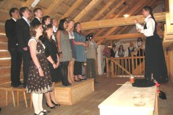 Nórski medici počas svojho štátneho sviatku v skanzene.