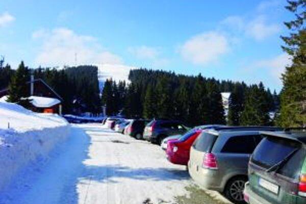 Do lyžiarskeho strediska na Martinských holiach sa už niekoľko rokov dá dopraviť len autom.