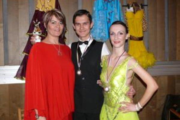 Medaily a pohár získal tanečný pár Patrik Biely -  Patrícia Bažaljová.
