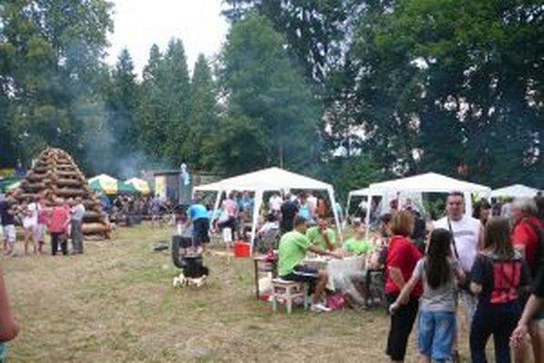 Guľáš chutil, program bol výborný a večer v révaiovskom parku zapálili aj vatru.