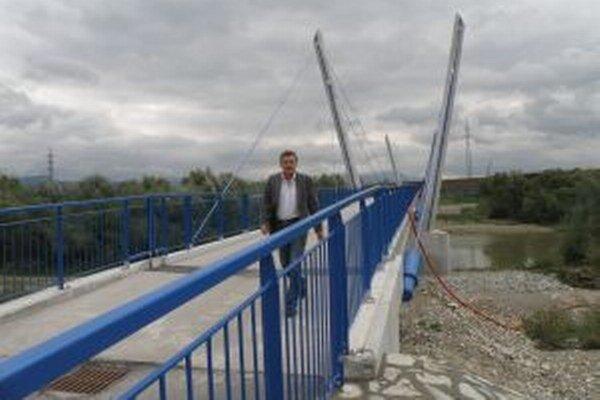 Aj podľa starostu Miroslava Lamoša je škoda, že nová lávka bude slúžiť len chodcom a cyklistom.