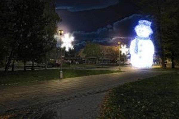 Novou vianočnou atrakciou v meste Martin bude aj obrovitý snehuliak.