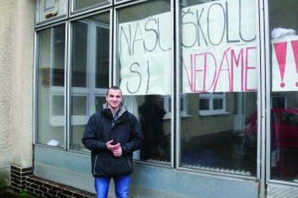 Študenti zatiaľ svoj boj vyhrali, gymnázium sa neruší.