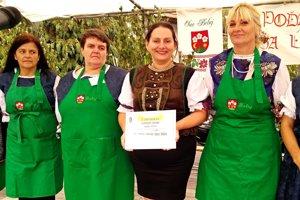 Žienky z obce Beluj dosiahli slovenský rekord. Uvarili najdlhší šúľanec.