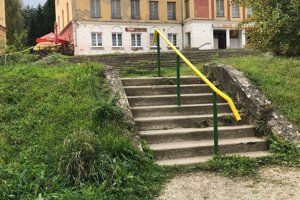 Prakovce - pod týmito schodmi sa útok odohral.