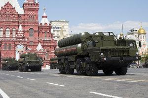 Raketový systém ruskej protivzdušnej obrany S-300 počas vojenskej prehliadky v Moskve pri príležitosti osláv Dňa víťazstva nad hitlerovským Nemeckom v druhej svetovej vojne.