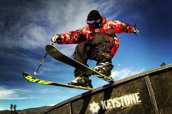 Viliam Tomo stvára na lyžiach zaujímavé kúsky.