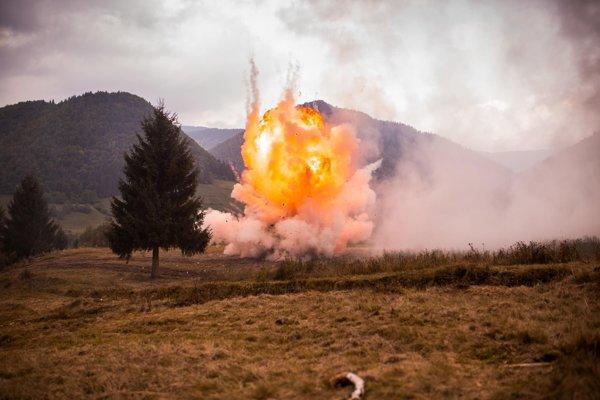 Výbuchy boli súčasťou ukážky.