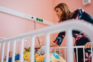 Ministerka zdravotníctva Andrea Kalavská dnes navštívila malých pacientov na oddelení.