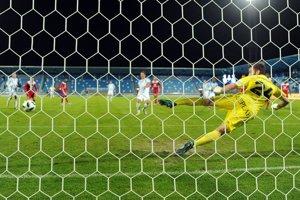 Miloš Šimončič strieľa z penalty rozhodujúci gól.