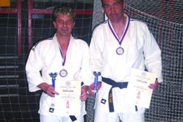 Vrútockí medailisti. S bronzu sa tešili Vladimír Homola a Róbert Maruna.