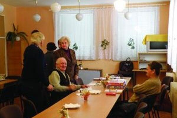 V centre pre seniorov sa striedajú na podujatiach všetky mestské seniorské kluby.