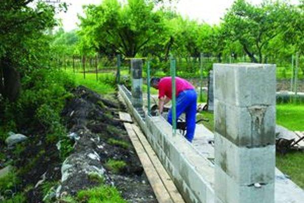 Knieteľovci sa chcú vyhnúť opätovnej záplave. Ochrániť by ich mal betónový múr.