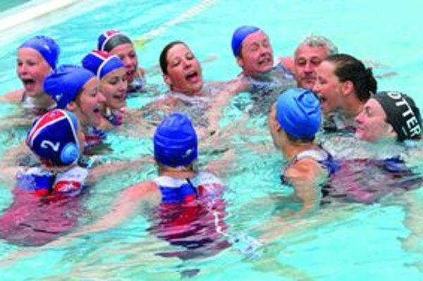 Po každom titule skončil tréner Marián Žucha v bazéne.