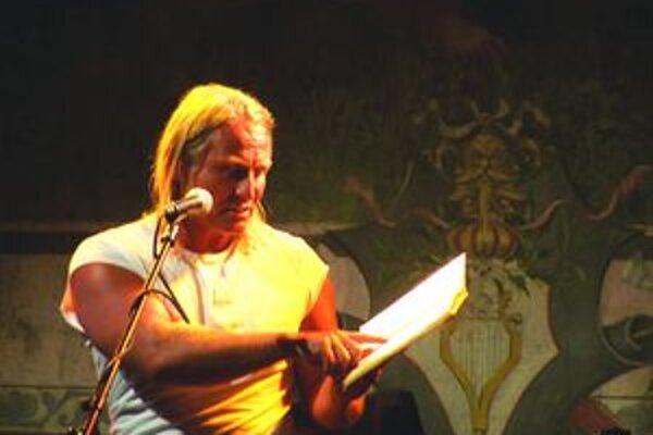 Ľubo Dobrovoda počas prezentácie na Martinskej literárnej jari.
