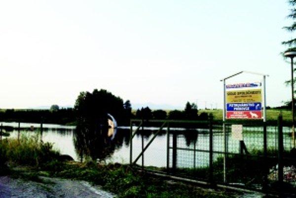 """""""Nový"""" rybník. Zemný rybník v Príbovciach prešiel veľkou rekonštrukciou."""