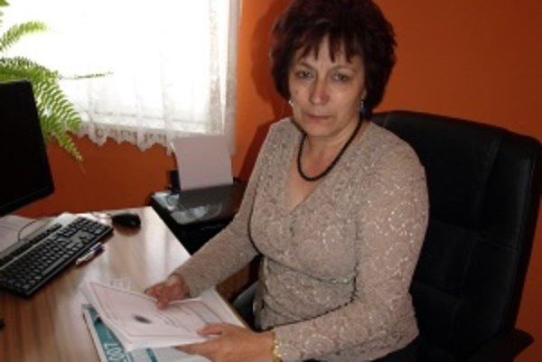 """Marta Hrúzová sa venuje """"papierovačkám"""". Ako sama povedala, je kancelársky typ."""
