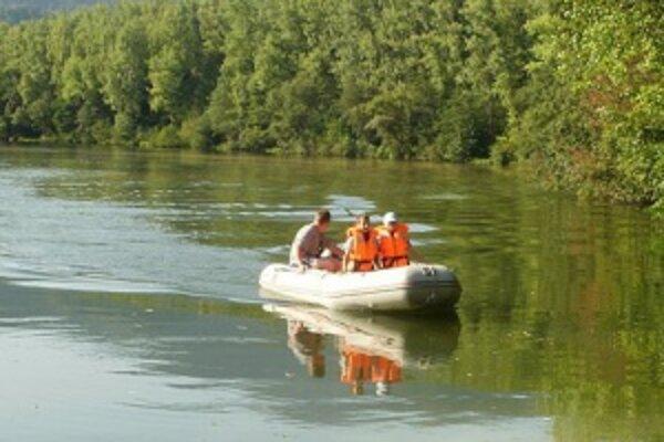 Na jazere si hasiči užili veľa zábavy.