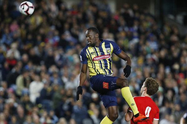 Usain Bolt dostal v drese austrálskeho klubu Central Coast Mariners zatiaľ v prípravných zápasoch.