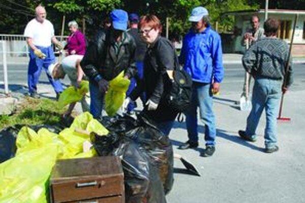 V Turčianskych Tepliciach sa čistenia zúčastnilo 24 dobrovoľníkov, z toho 12 bolo bezdomovcov.