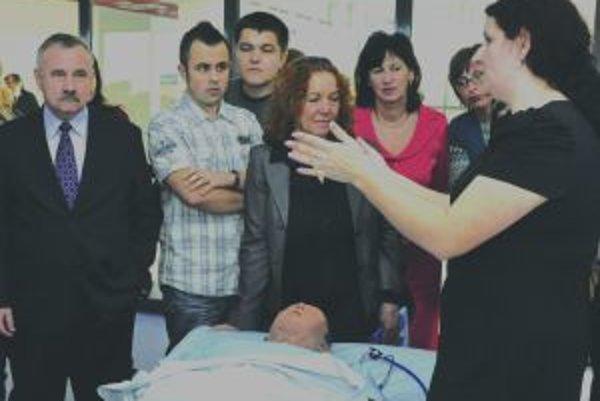 FigurínaŠtudentom nahradí pacienta. Dá sa na nej sledovať choroba i jej liečba.