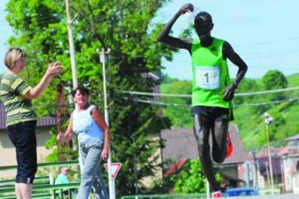 Elisha Sawe Kiprotich poľahky dosiahol nový rekord podujtia.