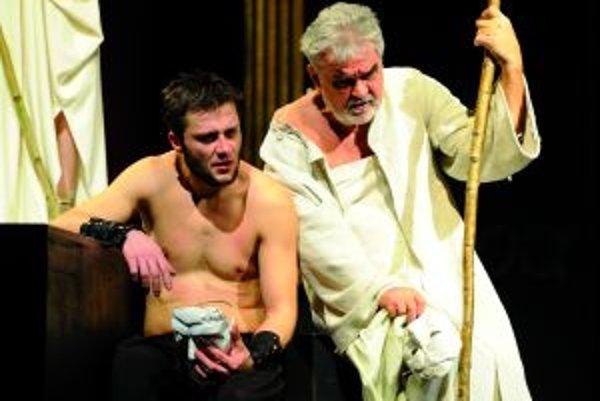 Oidipus.Jeden z martinských príspevkov do programu festivalu. Na snímke Marek Geišbgerg (Oidipus) a Ján Kožuch (Teiresias.