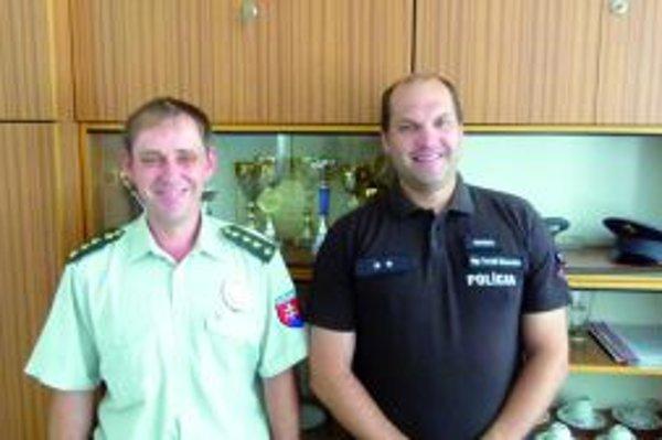 Dušan Culka (vľavo) a Tomáš Šimovček pomáhali pri záchrane života skolabovaného muža.