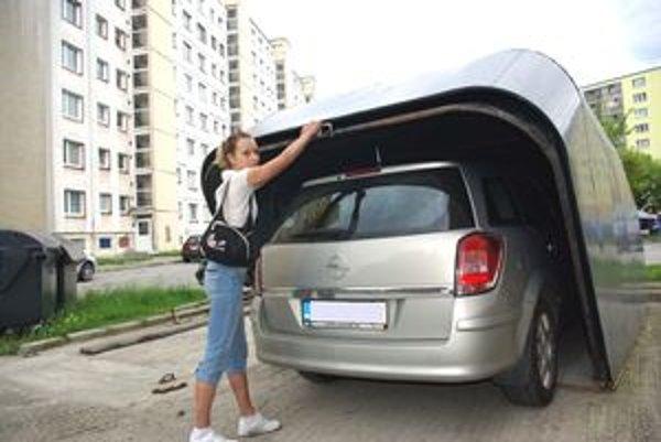 Sklápaciu garáž využíva aj Martina Pavlíková.