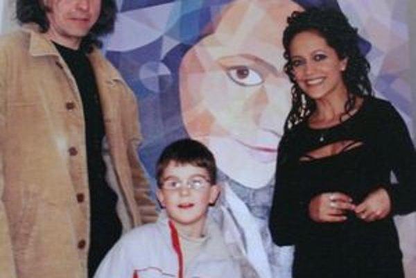 So zbožňovanou Luckou, ktorej priniesol niekoľko obrazov. Naposledy jej predstavil aj syna Tadeáša.