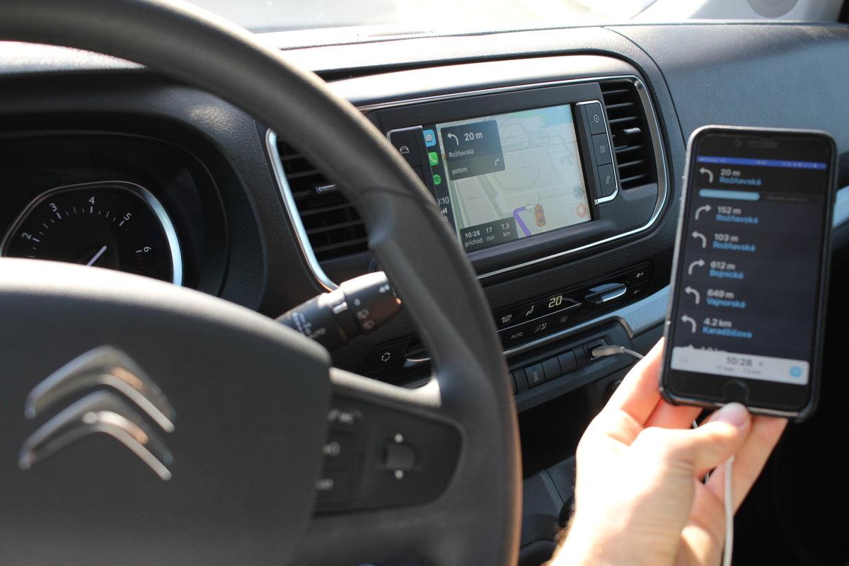 Kábel pripojiť iPhone do auta