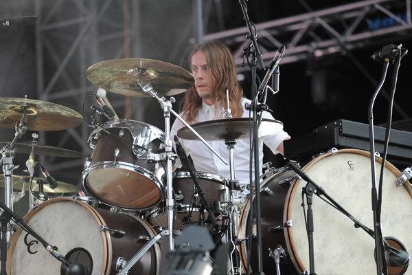 Orri Páll Dýrason. Vystúpenie islandskej kapely Sigur Rós počas koncertu v rámci druhého dňa 20. ročníka multižánrového festivalu Pohoda 2016 na letisku v Trenčíne.