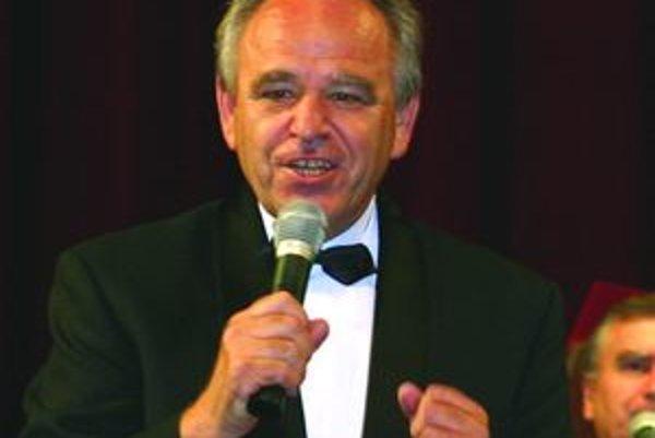 Ján Šesták - az je zabávačom, inokedy rečníkom na pohreboch.