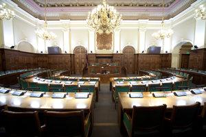 Lotyšský jednokomorový parlament Saeima má sto členov volených na štvorročné funkčné obdobie.