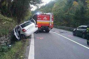 Pre nehodu bola cesta v oboch smeroch uzavretá